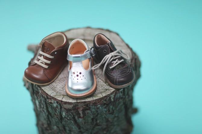 f68c55add41 Dit barns første sko er noget helt specielt og markerer en helt ny  begyndelse. Og netop fordi det er nyt, kan det være svært at vide, hvad man  skal være ...